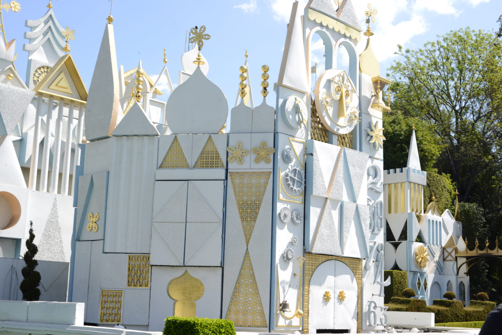 9 Ways to Spend Less Time Waiting in Line at Disney
