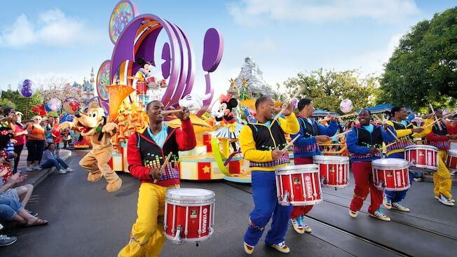 mickeys soundsational parade disneyland