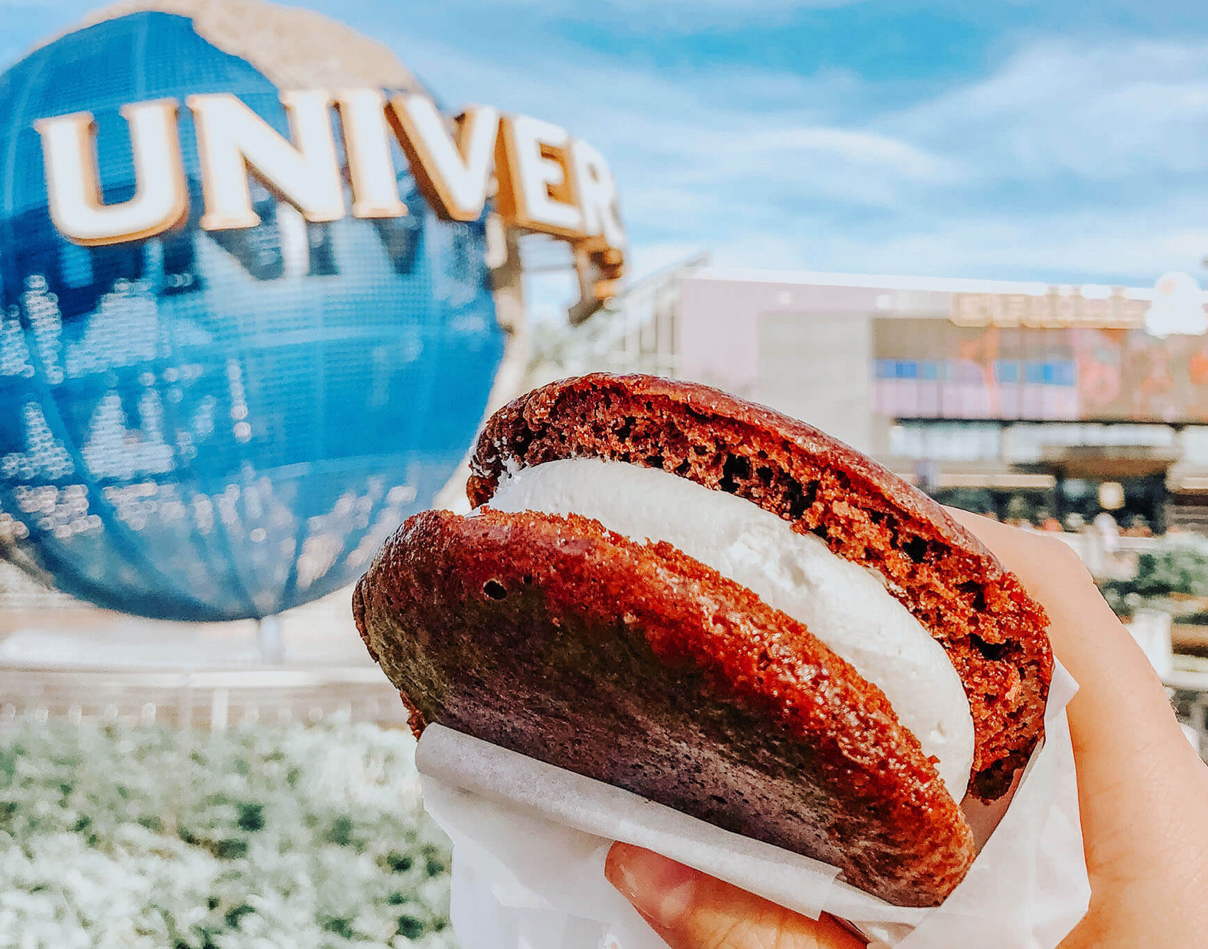 Giant chocolate and red velvet whoopie pie from Studio Sweets in Universal Studios Orlando