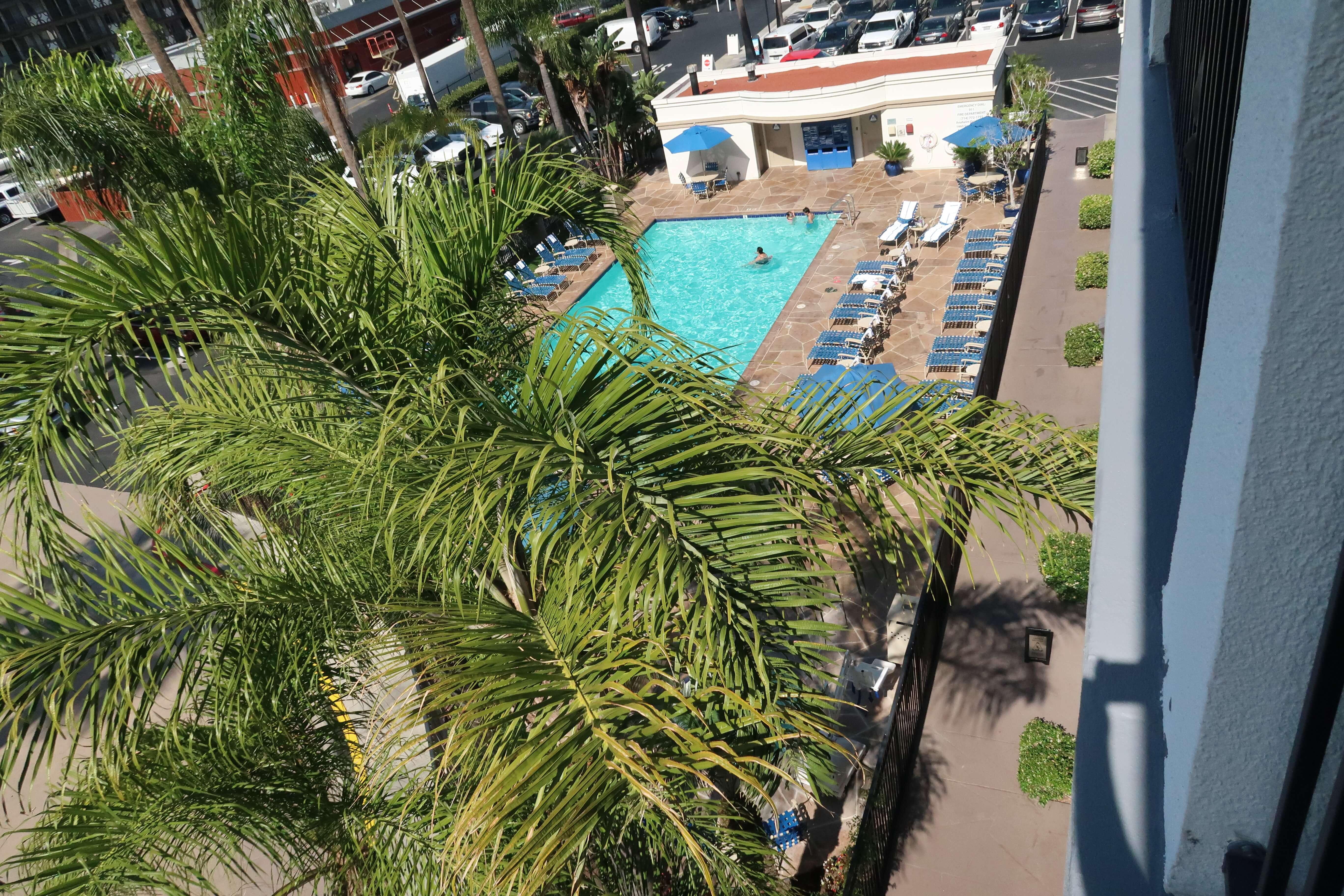 Courtyard Marriott Anaheim above shot pool near Disneyland