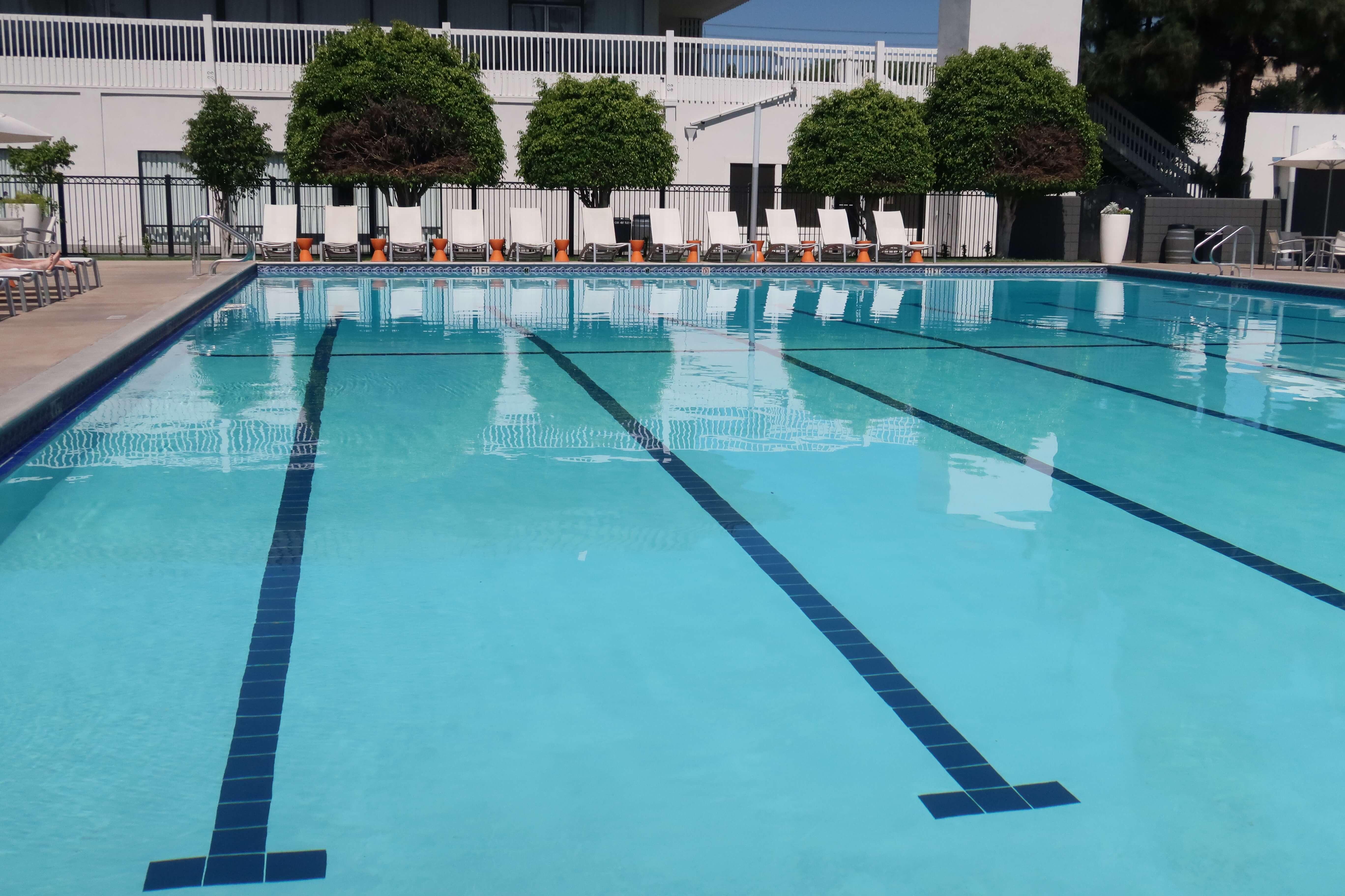 The Anaheim Hotel pool within walking distance of Disneyland